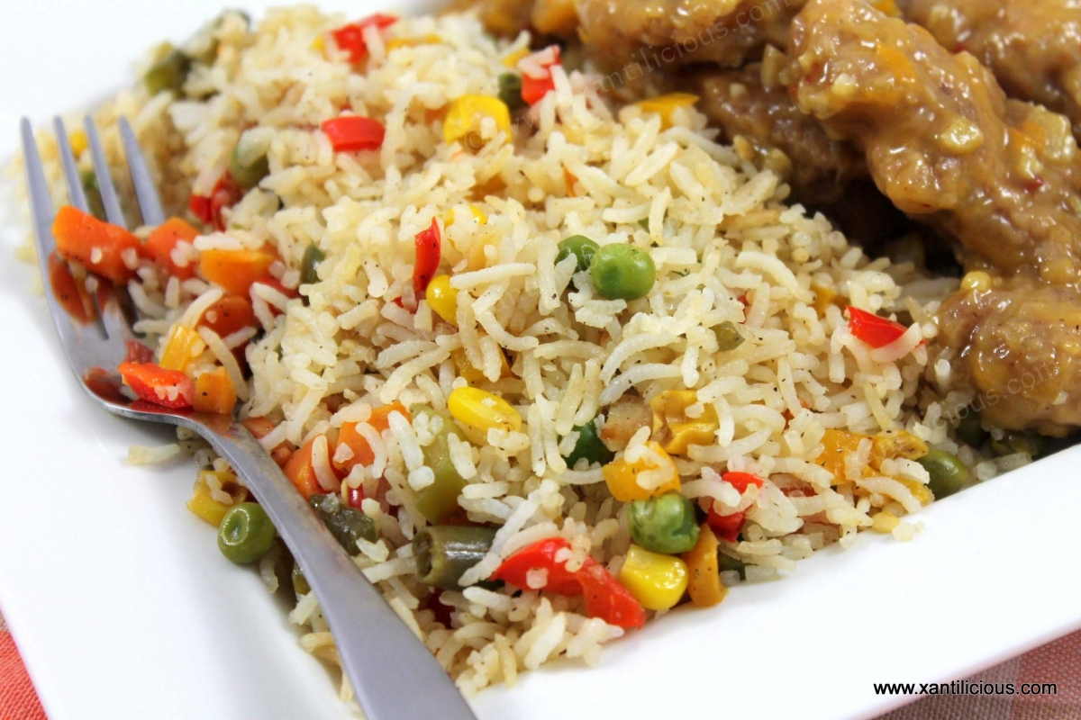 Veg fried rice xantilicious there are many ways to make fried rice this recipe is a simple and easy one that combines the rice with the fresh taste of bell peppers green peas ccuart Choice Image