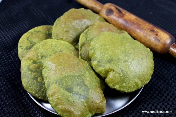 Palak Puris (Spinach Puris)